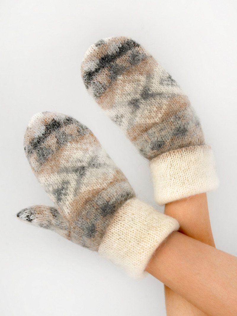 Soft and warm mittens. 100 % Icelandic wool. Made in Canada.