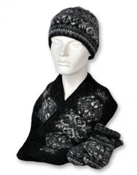 Set. (toque, scarf and mittens). 100  % Icelandic wool.